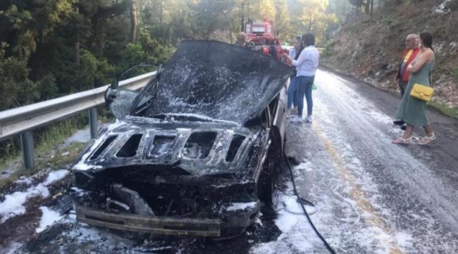 Marmaris'teki otomobil yangını ormana sıçrayacaktı