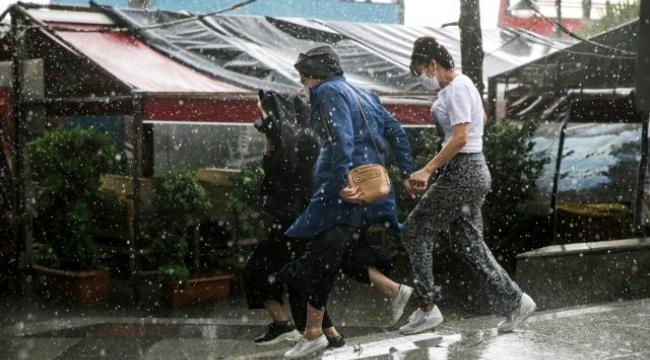 İstanbul'da yağmur, dolu ve fırtına etkili oluyor