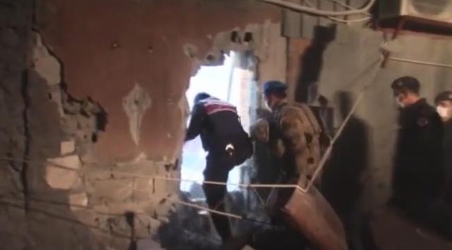 Bu kadarına pes! Jandarmanın kepçeyle bastığı binada kumar oynarken yakalandılar