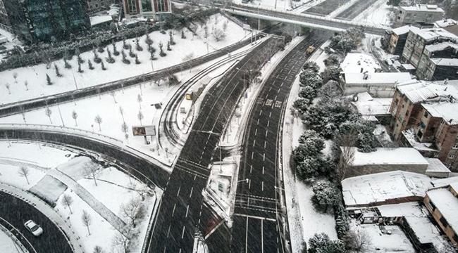 Meteoroloji saat verdi! Kar yağışı İstanbul'u ne zaman terk edecek?