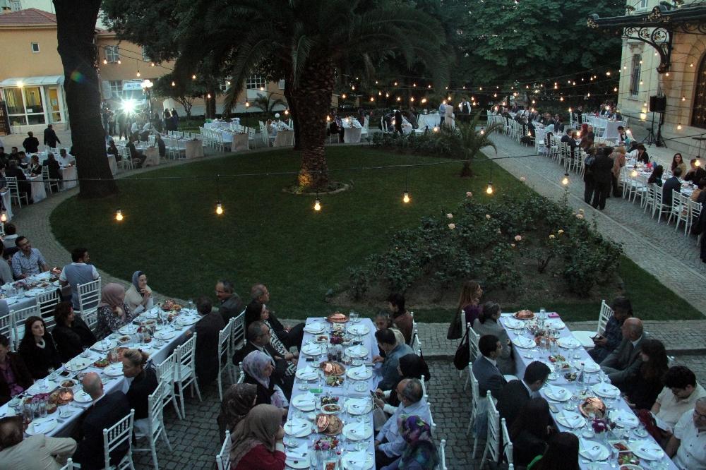Fransız Sarayı'nda Geleneksel İftar Yemeği