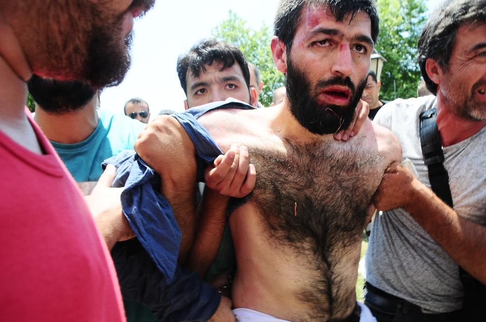 Adana'da Canlı Bombayı Dövdüler