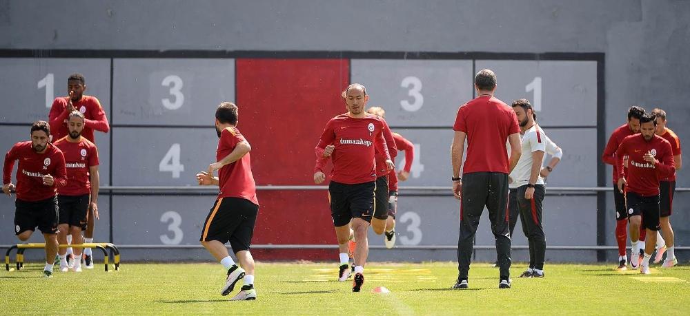 Galatasaray Antrenmana Devam Ediyor