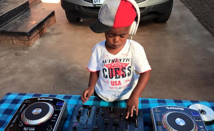 3 Yaşındaki DJ Herkesi Hayrete Düşürdü!