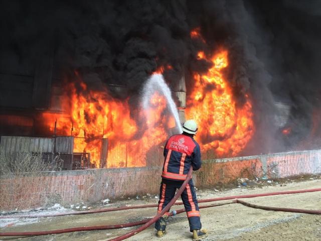 Bayrampaşa'daki Yangın Büyüdü! Okullar Tatil Edildi!