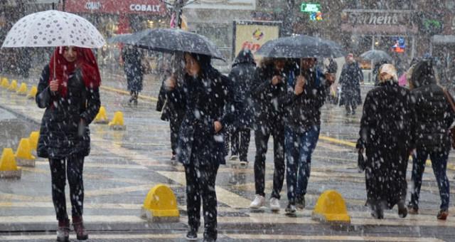 AKOM ve Meteoroloji'den Gece Yarısı Uyarısı: İstanbul Yağışa Teslim Olacak!