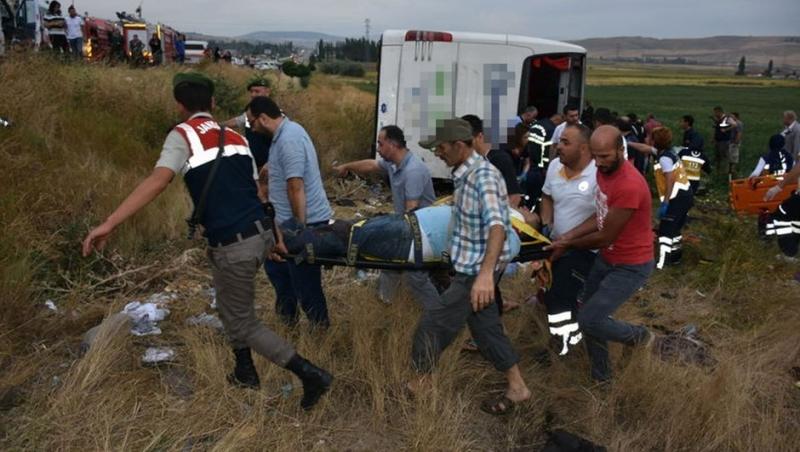Amasya'da Yolcu Otobüsü Devrildi: Çok Sayıda Ölü ve Yaralı Var