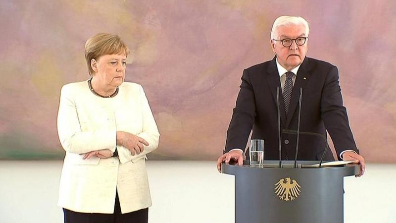 Angela Merkel Törende Titreme Nöbetine Girdi