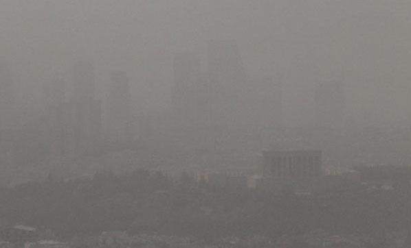 Ankara'da Göz Gözü Görmüyor! Toz Bulutu 10 İlden Sonra Ankara'da