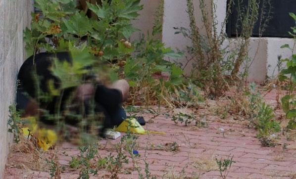 Antalya'da Cami Avlusunda Korkunç Görüntü! Koluna Enjekte Ettiği Yüksek Doz Uyuşturucu ile Öldü