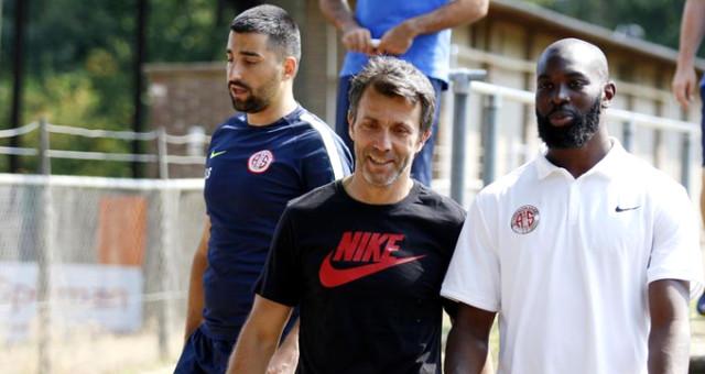 Antalyasporlu Futbolculara Hollanda'da Büyük Şok! Kamp Yaptıkları Otelde Rehin Kaldılar