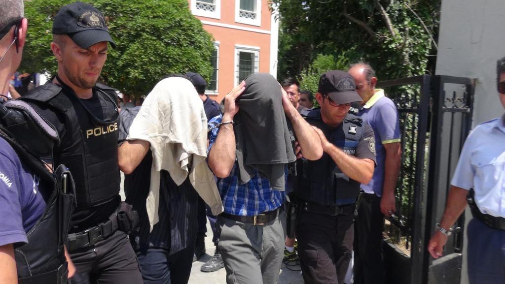 Yunanistan Darbeci Askerleri İade Etmiyor!