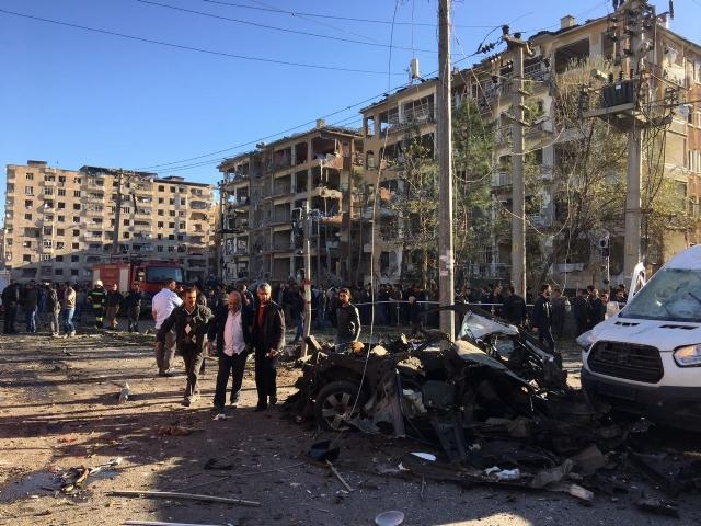 Diyarbakır'daki Saldırı Noktasından İlk Görüntüler!