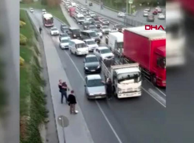 Başakşehir'de trafikte sopalı kavga