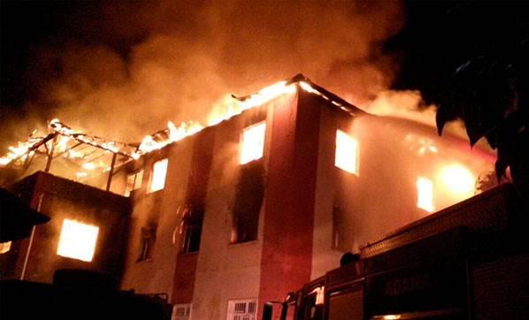 Adana'da Kız Yurdunda Yangın Faciası: 12 Kişi Hayatını Kaybetti
