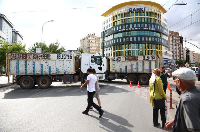 Belediye Kamyonu Yolunu Kesti, Meral Akşener İsyan Etti: Bu Devran Döner!