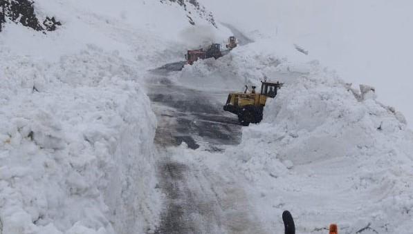 Çığ Nedeniyle Kapanan Hakkari - Şırnak Karayolu Ulaşıma Açıldı