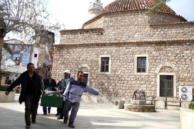 Antalya'da Cami Bahçesinde Korkunç Olay! Evsiz Şahıs Ölü Bulundu!