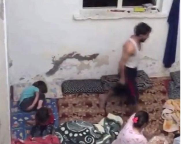 Yer: Gaziantep! Suriyeli Cani Baba Elindeki Kemerle Çocuklarını Duvar Dibine Sıkıştırarak Acımasızca Dövdü