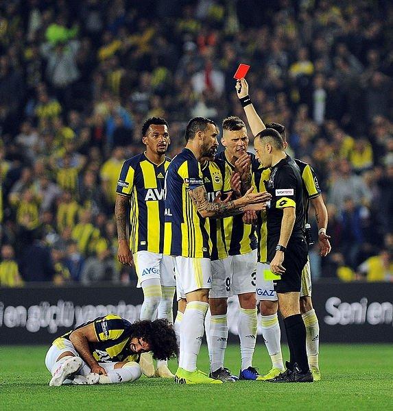 Fenerbahçe'de Sadık Çiftpınar 12 Maç Men Cezası Alabilir