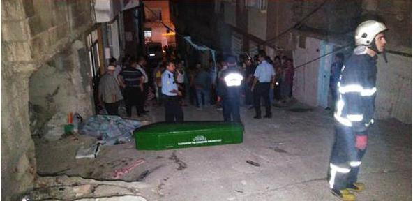 Gaziantep'te Minibüs Faciası! Sokakta Oturanların Arasına Daldı 3 Kişi Öldü 5 Kişi Yaralandı!