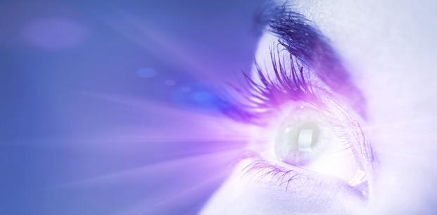 Gözde Ani Işık Parlamaları Körlük Belirtisi mi?