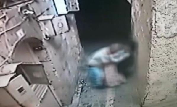 Günün En Rezil Haberi! Engelli Kızı Duvarın Dibine Sıkıştırıp...