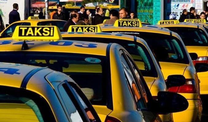 Havalimanında Taksici Terörü Yaşandı! Etrafa Tehditler Yağdırdı