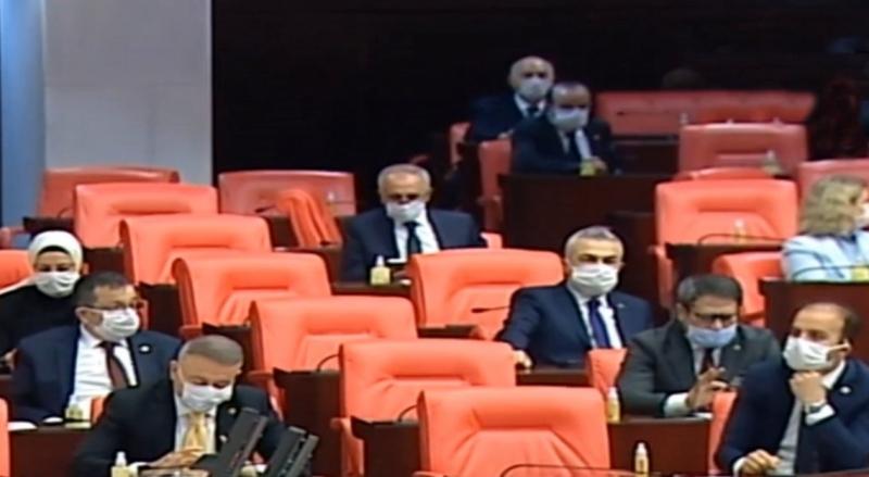 infaz yasası için mecliste maskeli oturum