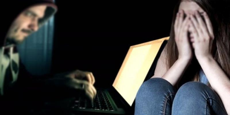 İnternette Bu Oyunu Oynayan Genç Kızın Hayatı Karardı! Fotoğraflarını Ele Geçirerek Bunları Yaptı