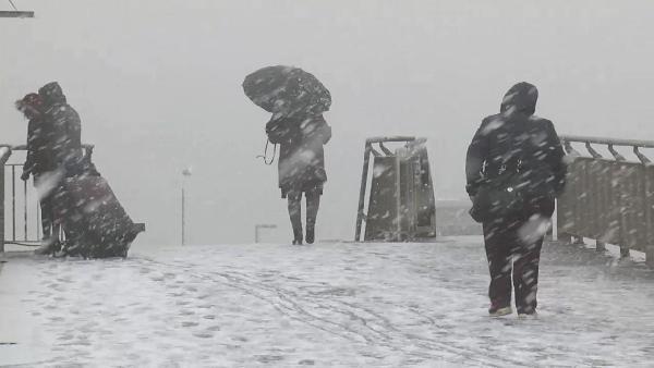 İstanbul'da Kar Yağışı Başladı! Şu Anda Göz Gözü Görmüyor!
