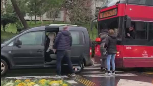 İstanbul'da Trafik Kavgası 2 Kadın, 1 Erkek Birbirine Girdi