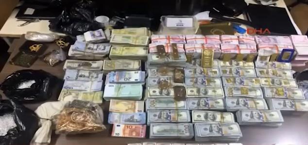 İstanbul'da Yakalanan 2 DEAŞ'lı'nın Üstünden Çıkan Para Dudak Uçuklattı, Polisler Paraları Saymakta Zorlandı