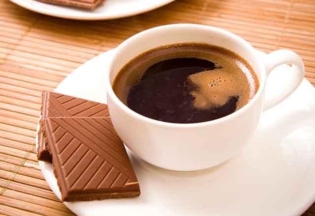 Kahvenin Yanında Çikolata Yiyenler Dikkat!