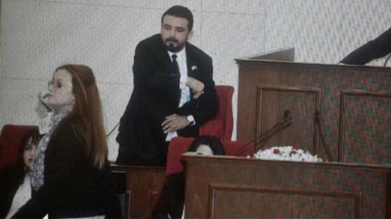 KKTC Meclisi'nde Zeytin Dalı Gerginliği! Asker Düşmanı Vekil Skandal Sloganıyla Ortalığı Karıştırdı