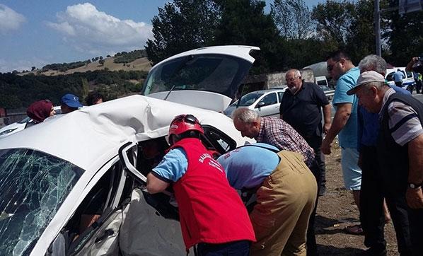 Korkunç Kaza! İki Otomobil Çarpıştı: 1 Ölü, 6 Yaralı