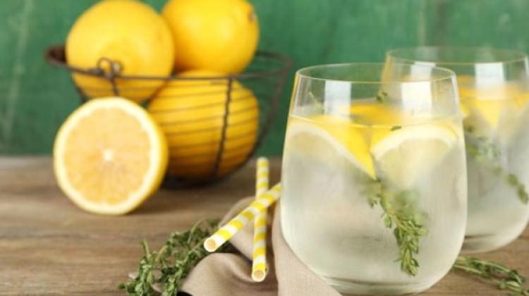 Limonlu Su İçmenin Mükemmel Faydaları