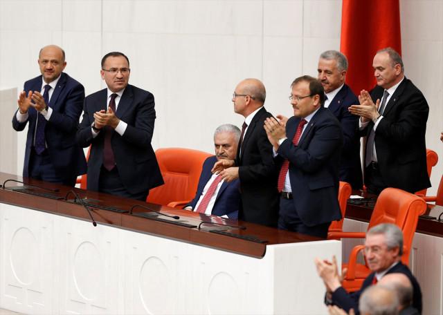 """Meclis'te Gergin Saatler! """"15 Temmuz'da Tünele Saklanmış"""" Açıklaması Tansiyonu Yükseltti, Başbakan Yıldırım Sinirden Titredi"""