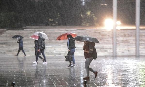 Meteoroloji'den Son Dakika Uyarısı: İstanbul'a Şiddetli Sağanak Yağış Geliyor