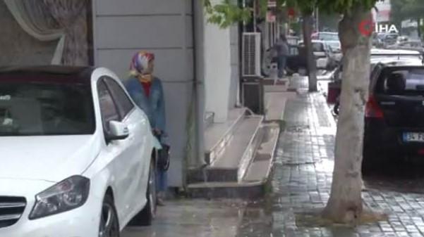 Meteoroloji'nin Uyarısından Sonra İstanbul'da Sağanak Yağış Başladı