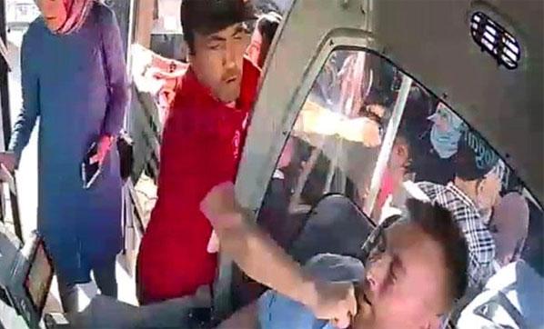 Özel Halk Otobüsünde Büyük Kavga! Engelli Şahsın Darp Ettiği Şoförün Burun Kemiği Kırıldı