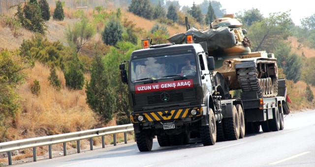 Sınıra Bir Sevkiyat Daha! Askeri TIR'larla Tank Sevkiyatı Yapıldı