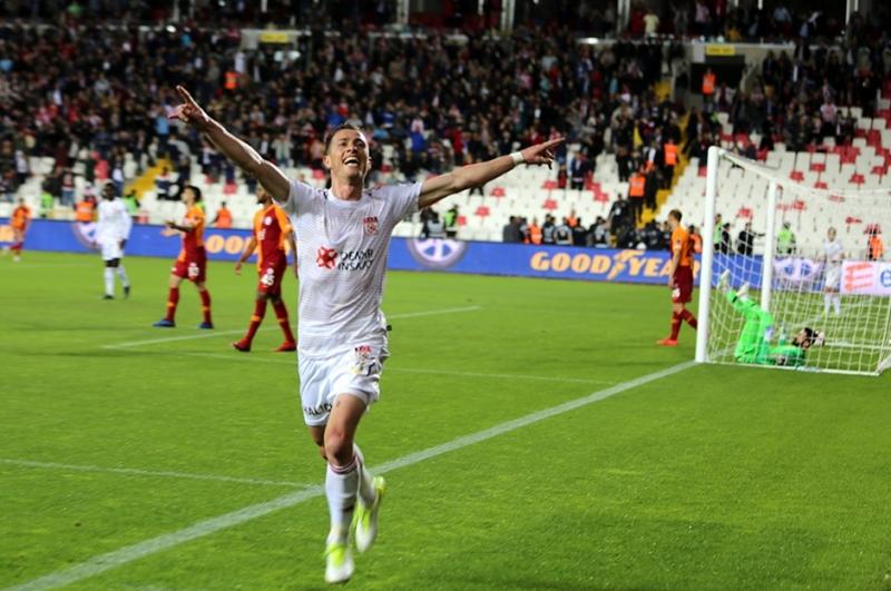 Sivasspor, Şampiyonu Eli Boş Gönderdi