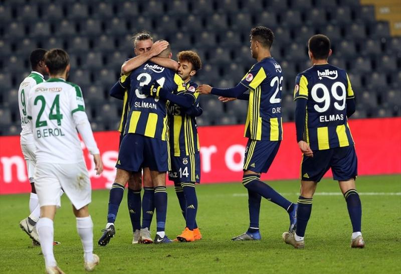Slimani, Fenerbahçe'yi Omuzladı