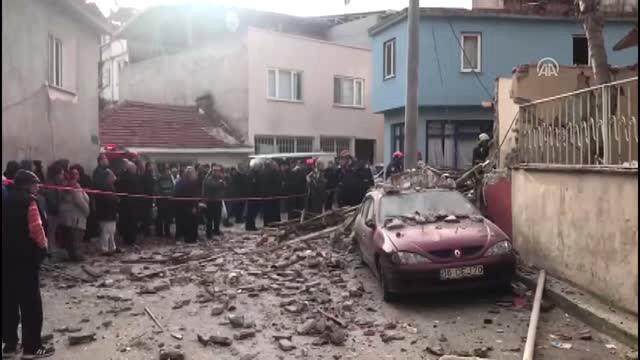 Son Dakika! Bursa'da Doğalgaz Patlaması: Ev Harabeye Döndü, Yoldan Geçen Bir Genç Kız Öldü