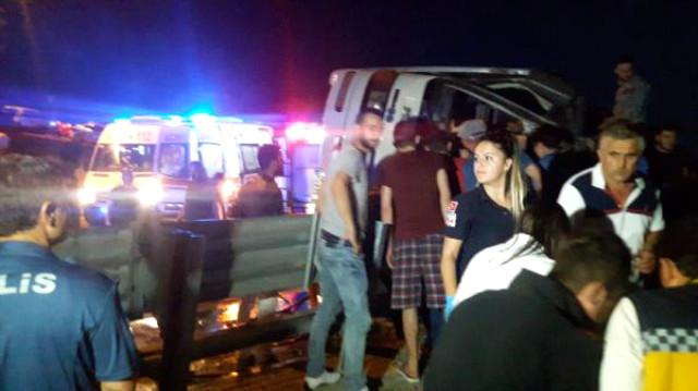 Son Dakika! Bursa'da Yolcu Otobüsü Şarampole Devrildi Çok Sayıda Yaralı Var