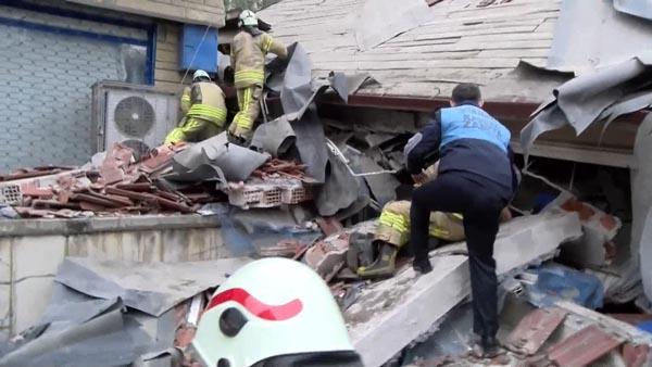 Son Dakika! Çöken Bina İle İlgili İstanbul Valisi'nden Açıklama: 43 Kişi Kayıtlı,3 Katı Kaçak