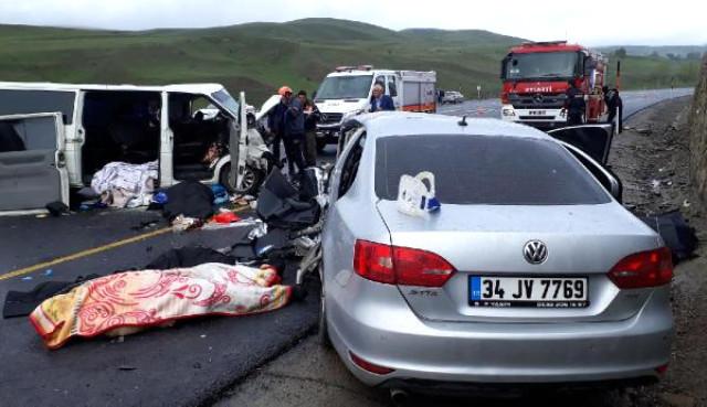 Son Dakika! Erzurum'da Feci Kaza: 5 Ölü, 10 Yaralı