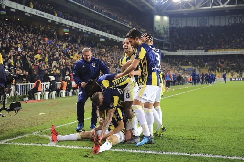 Son Dakikaları Nefes Kesti! Üç Puan Fenerbahçe'nin Oldu