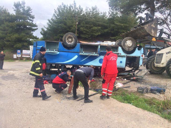 Tarım İşçilerini Taşıyan Servis Otobüsü Devrildi! Ölü ve Yaralılar Var